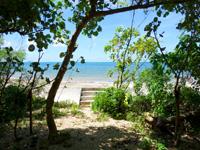 石垣島のグランヴィリオリゾート石垣島ヴィラガーデン/ルートイン石垣舟蔵コテージ - コテージ前から海に出れるも・・・