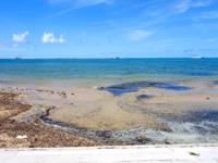 石垣島のグランヴィリオリゾート石垣島ヴィラガーデン/ルートイン石垣舟蔵コテージ - ホテル前の海は水遊びもイマイチ