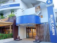 石垣島のブルーキャビン石垣島/ブルーカフェ石垣島 - カフェの横に入口