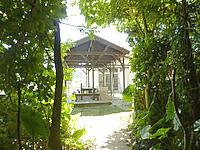 石垣島のナータビーチヴィラ(旧:HOTEL IBARUMA) - ビーチ入口近くに吾妻屋的なものがあった