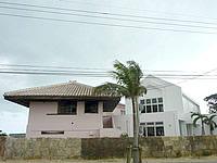 石垣島のザ・ビーチテラス - 左が旧赤かわらの建物で右が新設