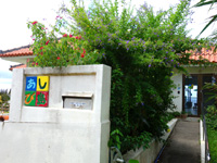 石垣島の民宿あしび島 - 宿の入口は2階部分です