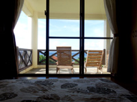 石垣島の民宿あしび島 - 客室は1階だけどテラス付きの部屋も!