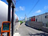石垣島のバスプレス石垣/創作イタリアン マエリスタ - このタンクが要チェック!この先にホテル有り