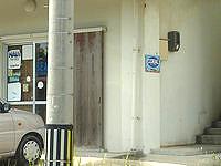 石垣島のゲストハウスコーラル - 1階のダイビングショップが目印