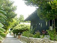 石垣島のルロチュスブルー/Le Lotus Bleu - 白保集落に似合わない和風建築