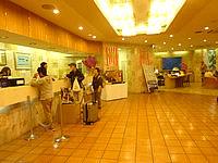 石垣島の南の美ら花ホテルミヤヒラ - フロントはやや古さを感じる