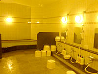 石垣島の南の美ら花ホテルミヤヒラ - 大浴場は売店の奥にある