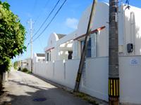 石垣島の石垣島シーサイド テルミー - 白保集落では目立つ白い外観