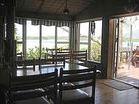 石垣島の前高屋 - 食堂もありますがデッキで食べるのがおすすめ