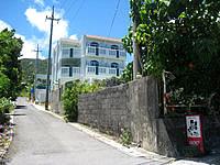 石垣島のペンション島たいむ - 幹線道路からやや奥に入ります - 幹線道路からやや奥に入ります