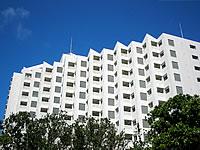 石垣島のロイヤルマリンパレス - 建物は白を基調としていてキレイ