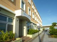 石垣島の先島ビジネスホテル - 厄介な1階の出入口(夜間通行不可)