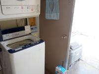 石垣島のすどまり館 - 廊下の先に有料洗濯機
