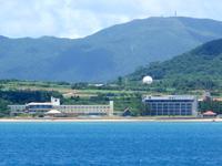 石垣島のビーチホテルサンシャイン - 左が本館・右が新館
