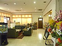 石垣島のホテルチューリップ石垣島 - 1階ロビーは狭いが居心地は良いかも