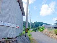 石垣島の素泊まりハウス大嵩や〜/おーたけやー - 宿への入口となる場所に看板有り