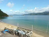 加計呂麻島の来々夏ハウス - 1階には共用デッキ有り
