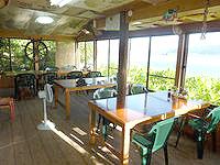 加計呂麻島の来々夏ハウス - 食堂は居心地の良い場所