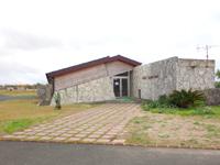 喜界島の空港臨海公園キャンプ場/スギラビーチキャンプ場 - ビーチから遠いゴルフ場施設が受付らしい