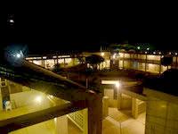 北大東島のハマユウ荘うふあがり島 - 夜はライトアップされるが周辺は超真っ暗