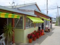 北大東島の民宿二六荘 - 食堂は商店近くにあり宿から歩く必要あり