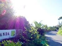 小浜島のホテルアラマンダ小浜島/ニラカナイ小浜島 - 専用の看板はニラカナイの先にある