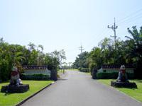 小浜島の小浜島ビーチ&リゾート はいむるぶし - 正式な入口ですがこの先が長い