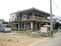 小浜島の民宿うふだき荘 - 民宿の部屋が外から見えちゃうかも?