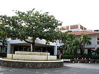 久米島のリゾートホテル久米アイランド(旧 ホテル日航久米アイランド) - ホテルの入口/エントランス