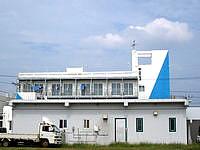 久米島の民宿久米島 別館 - 港からだとこんな感じに見えます