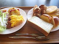 久米島のサイプレスリゾート久米島 (旧 サンリーフリゾート久米島) - 朝食バイキングはビジネスホテルレベル