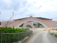 来間島の来間島リゾートプロジェクト(事業主:飯田産業) - テーマパーク?ダサすぎる建築デザインと色