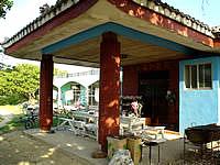 黒島の民宿みやき荘 - このテーブルが居心地いいです