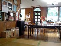 黒島の民宿みやき荘 - 食堂で夜はゆんたくです
