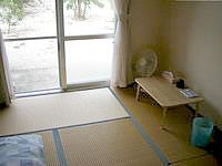 黒島の民宿なかた荘 - 部屋は和室以外に洋室もあり