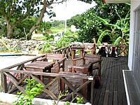 黒島の民宿なかた荘 - 外のデッキもとても快適