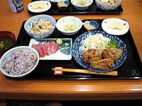黒島の民宿なかた荘 - 夕食はこんな感じで美味しい