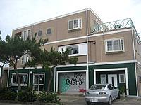 宮古島のB&Bカトル - 1階にカフェが併設されています