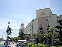 宮古島のホテルブリーズベイマリーナ - このマークが目印です
