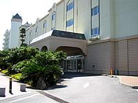 宮古島のホテルブリーズベイマリーナ - ホテル入口です