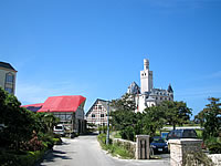 宮古島のホテルブリーズベイマリーナ - ホテルの真横がドイツ文化村