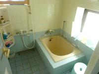 宮古島のゲストハウス綾道 - 風呂場はこんな感じ