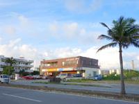 宮古島のアザミ7宮古島/AZAMI7 - 片側2車線の幹線道路沿いにあります
