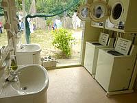 宮古島のビーチハウス宮古島 - 洗面所は半屋外で蚊が多い