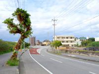 宮古島のパイナガマビーチ・ハウス - トゥリバー入口にあるマンション