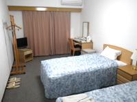 宮古島のオアシティー共和 - 部屋は1人利用でもツインなので広々