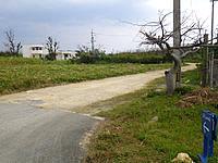 宮古島のソルレヴァンテ/Sol Levante - 幹線道路から非舗装の小道を入ります