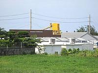 宮古島の民宿サンルーム - 幹線道路側から見るとこんな感じ