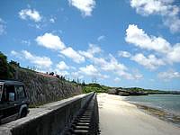 宮古島のパイベースリゾート - ビーチまでは近いが防波堤が間に有り